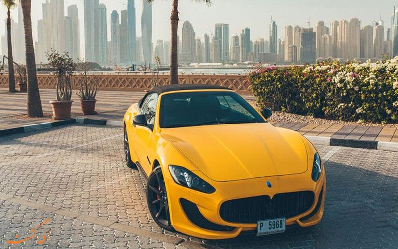 با اجاره ماشین در دبی می توانید سوار این ماشین شوید
