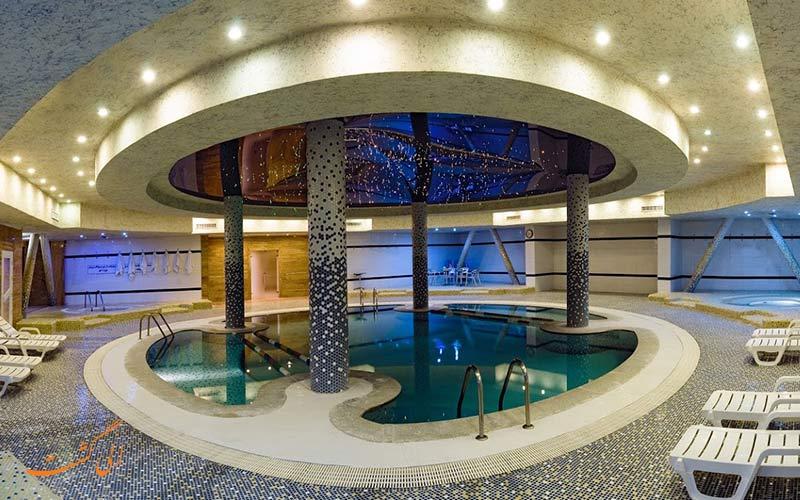 تفریح در هتل چمران شیراز یعنی استخر و باشگاه
