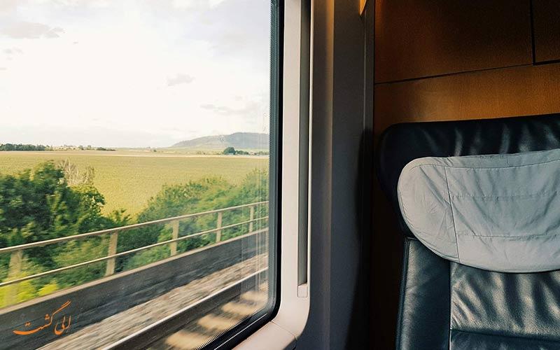 راحتی سفر با قطار اتوبوسی سریع السیر و ۴ ستاره