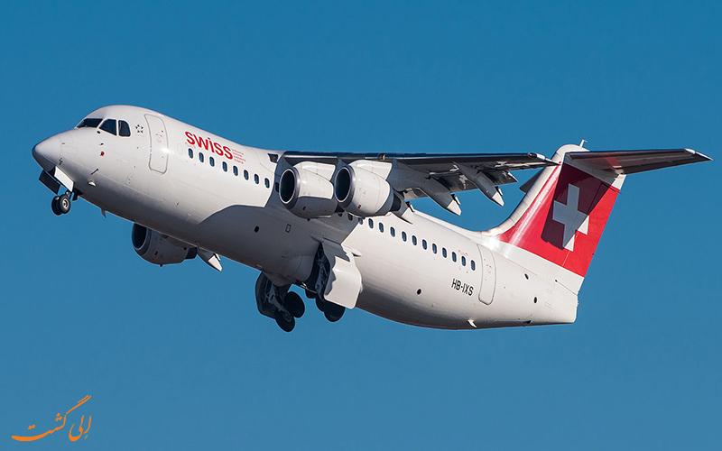 هواپیما BAe 146 در حال پرواز