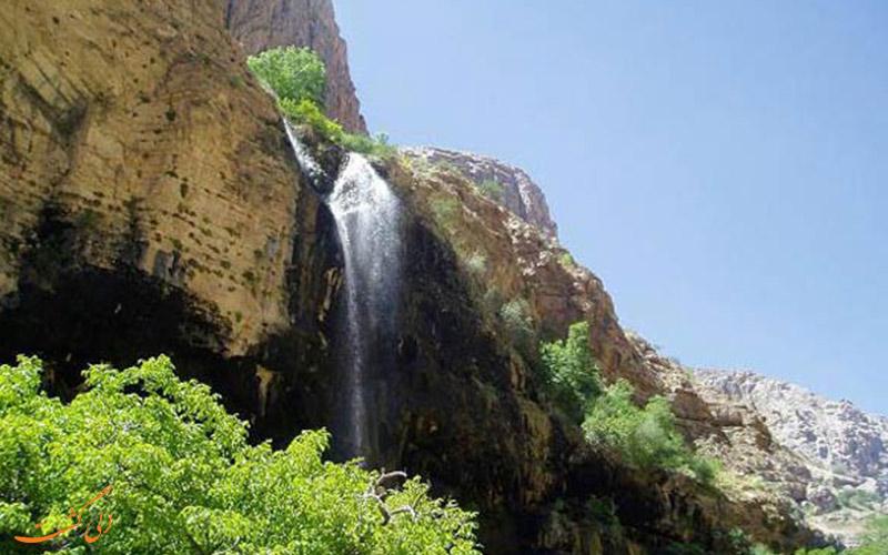 آبشار اخلمد در روستای اخلمد مشهد