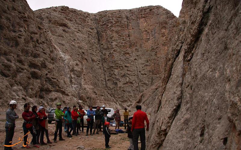کوهنوردی، یکی از سرگرمی های روستای اندرخ