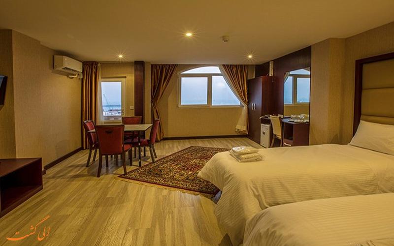 یکی از اتاق های آرتا هتل قشم