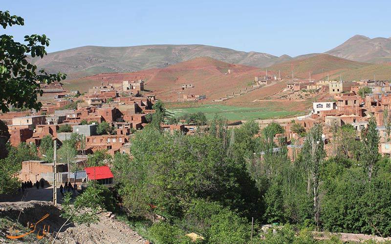 نمایی کلی از روستای دهسرخ مشهد