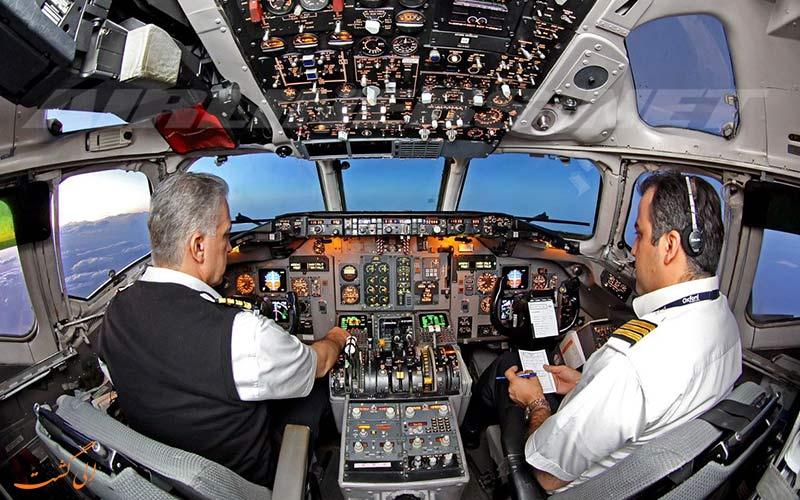 عکس داخل کابین پرواز هواپیمای شرکت مک دانل داگلاس مدل md80