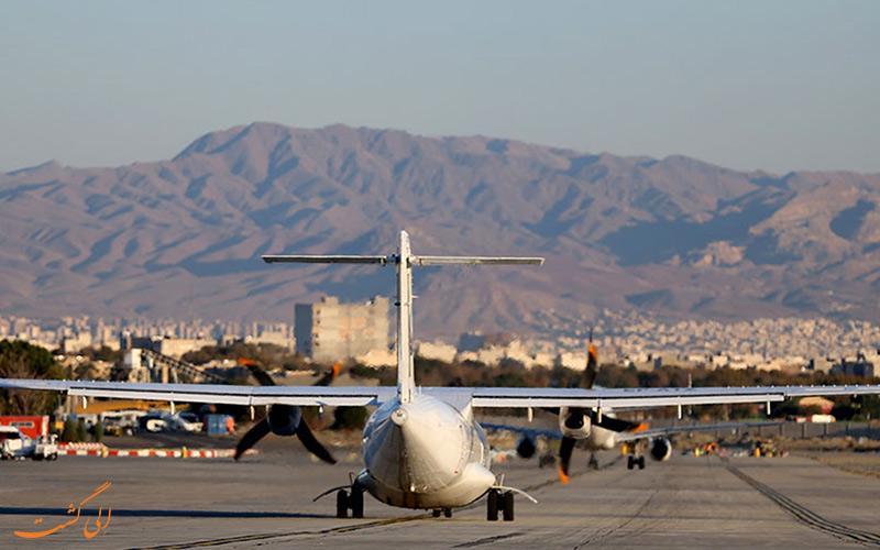 هواپیمای پویا ایر در حال فرود در فرودگاه مهرآباد