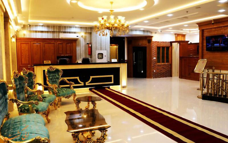 لابی هتل رز طلایی، یکی از هتل آپارتمان های مشهد