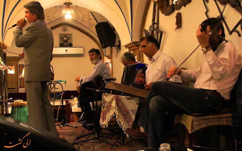 تصویری از موسیقی زنده در رستوران دالون دراز