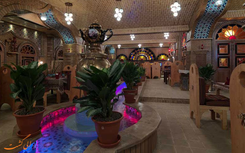 فضای سنتی رستوران ترمه