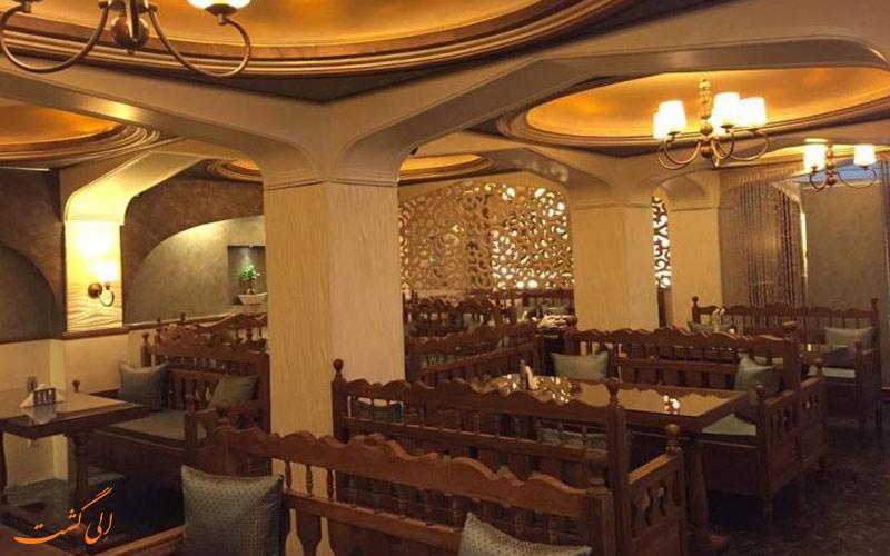 تصویری از فضای داخلی رستوران شبستان