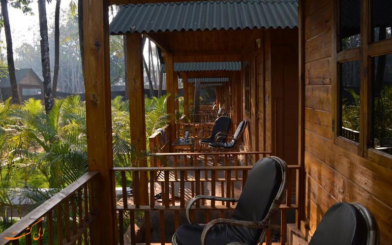 نمای تو در توی خانه های چوبی اقامتگاه کینگز ویلا (King's Villa Resort)
