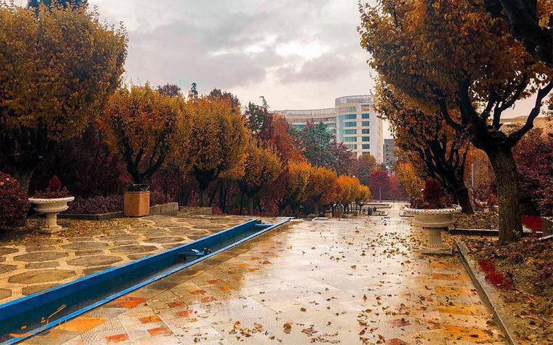 پارک نیاوران تهران، با گونه های درختی صد ساله