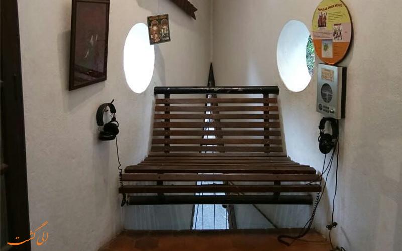 تصویری از صندلی راحتی و استفاده کاربردی از فضای سه گوش موزه خانه گوا