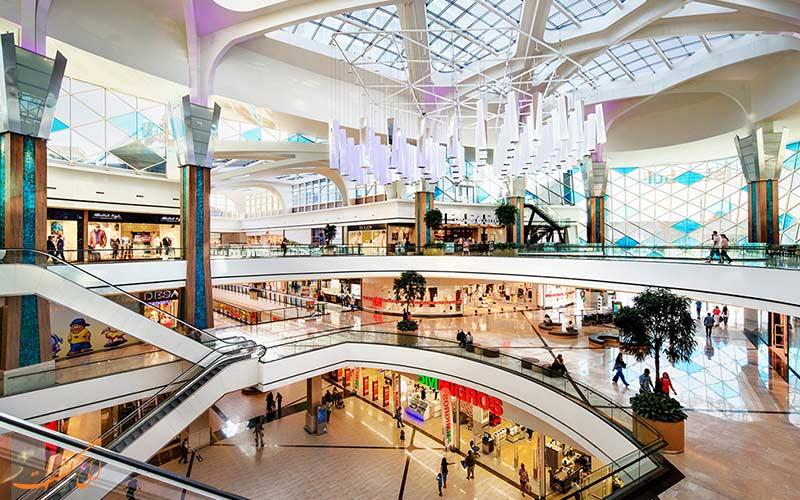 تصویری از فضای داخلی یک مرکز خرید