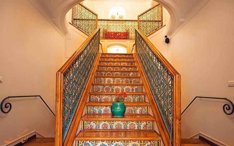 نمای راه پله های زیبای خانه فاموری در سبک و نگار ایرانی