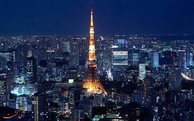 نمای زیبایی از برج ژاپن در شب