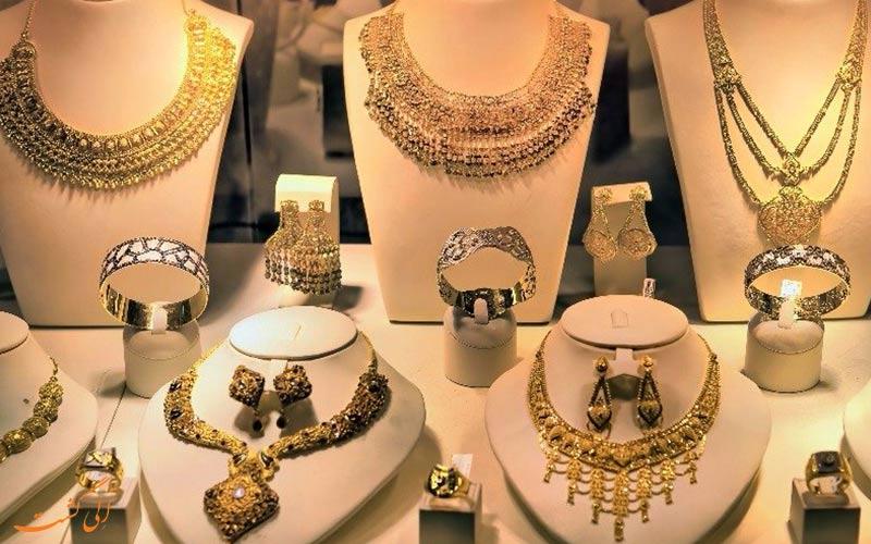 تصویری از ویترین یکی از بزرگ ترین برندهای جواهرات مالدیو