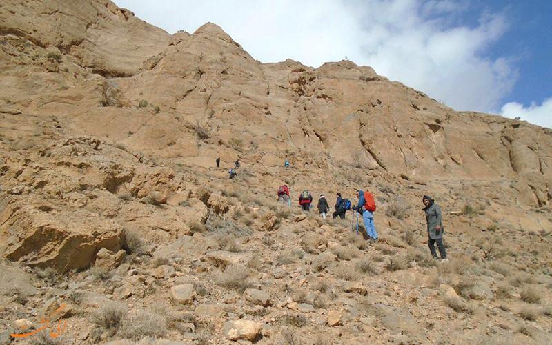 در مسیر غار پشوم در مهریز