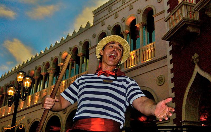 گوندولیر در حال آواز خوانی در ونیز
