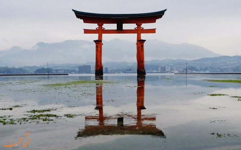 یکی از نمادهای ژاپن در آب