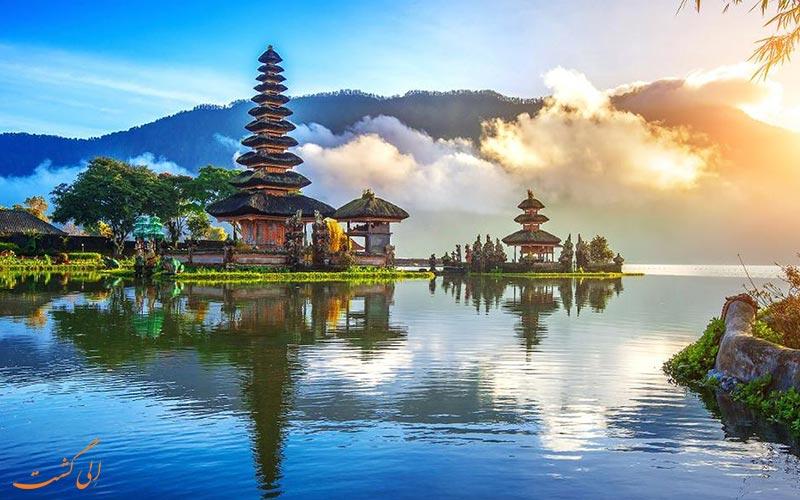 نمایی از دریاچه و برج معروف بالی