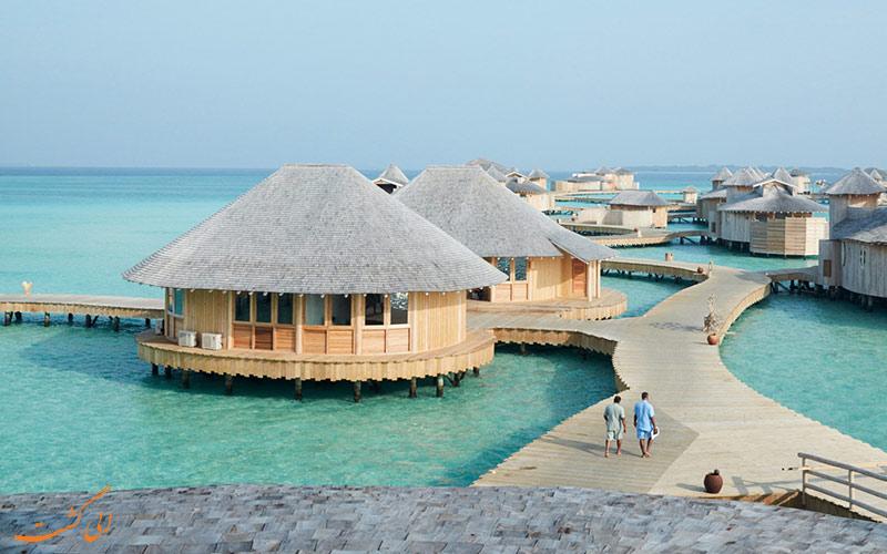 تصویری از کلبه های روی آب در مالدیو