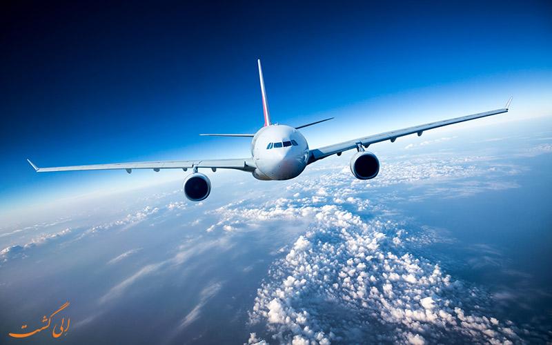 نمایی از یک هواپیما در آسمان