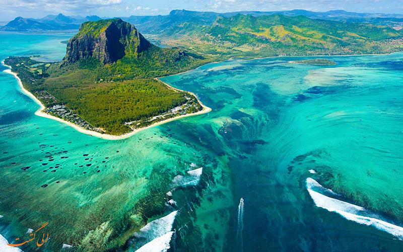 آبشار زیر آبی در موریتیس Mauritius