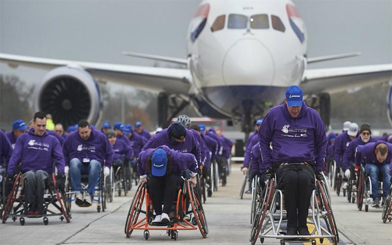 پرواز معلولان - قدرت معلولان ورزشکار در جا به جایی هواپیما با ویلچر