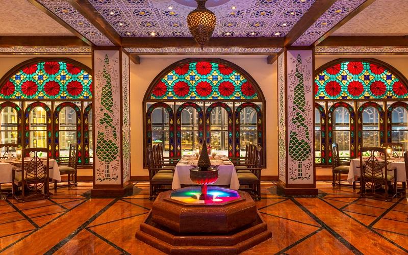 نمایی زیبا از یک رستوران سنتی