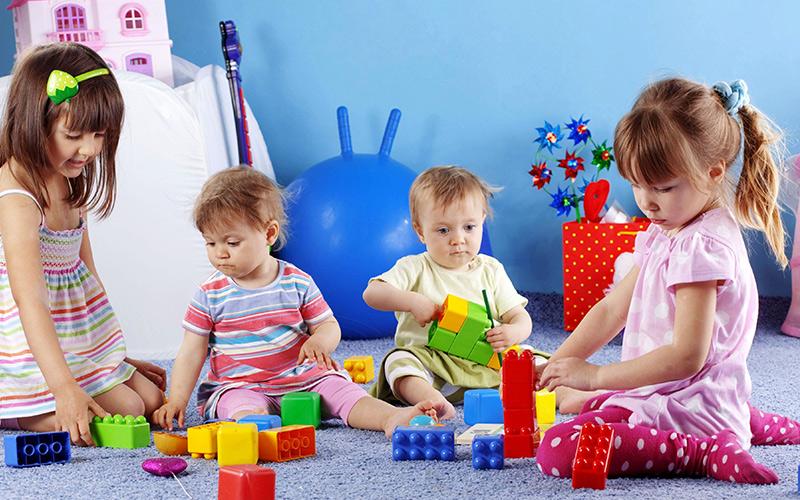 سرگرم کردن کودکان در قرنطینه فرصتی برای ورود به جهان رنگانگ آن ها
