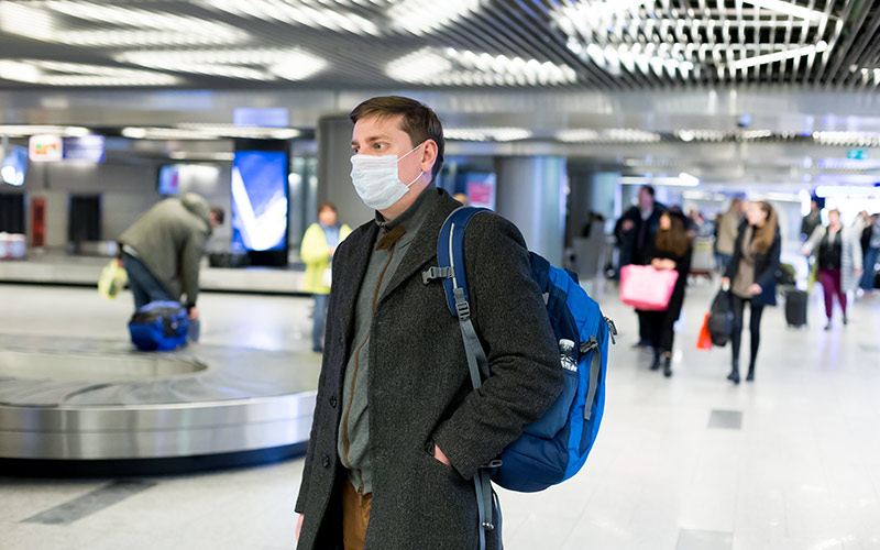 تصویری از یک مسافر در فرودگاه