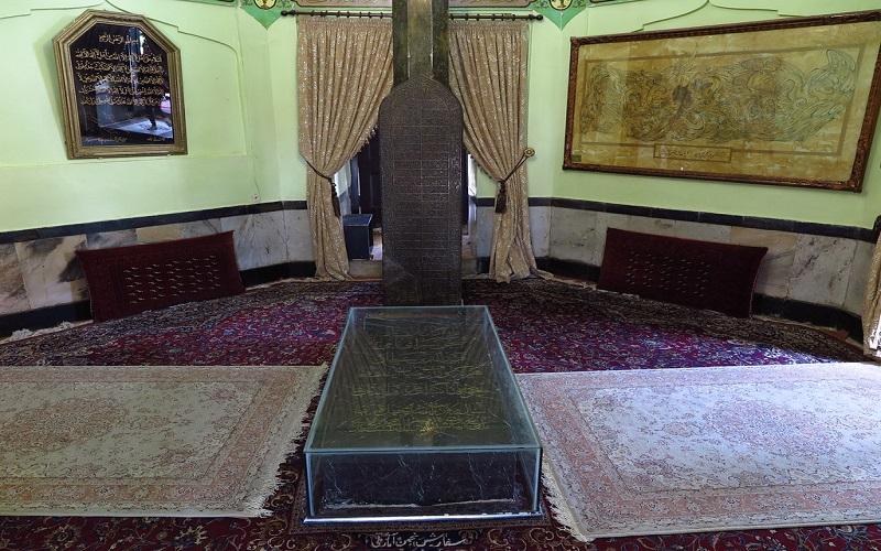 فضای داخلی مقبره عطار