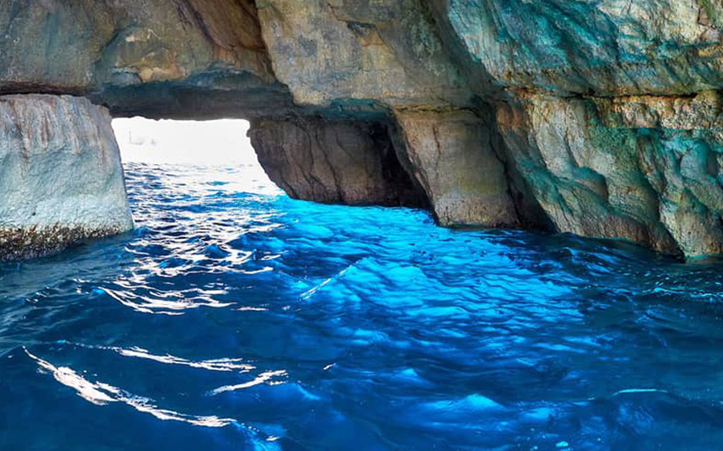 غار آبی بلو گروتو در مالدیو