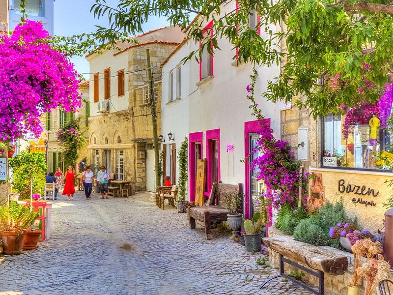 آلاچاتی ترکیه، شهری با خانه های رنگارنگ